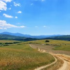Val d'Orcia, discover two wonderful hiking trails from San Quirico in Tuscany, Italy